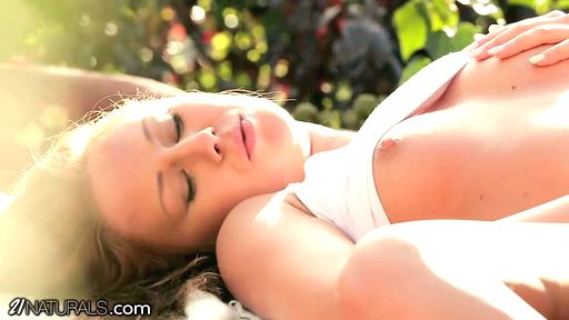 Превью фото Девушка с маленькими сиськами красиво трахается в летнем саду