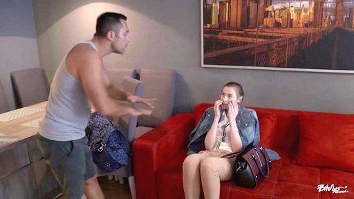 Превью фото Российская студентка трахается с иностранцем подтягивая язык
