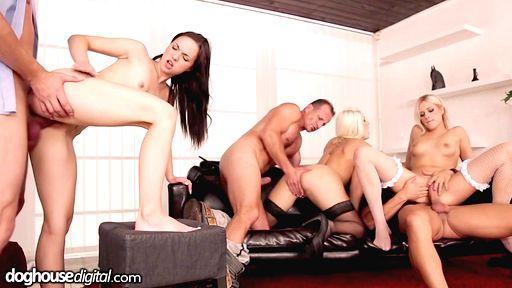 Превью фото Красивая анальная групповуха с восходящими звездами порно