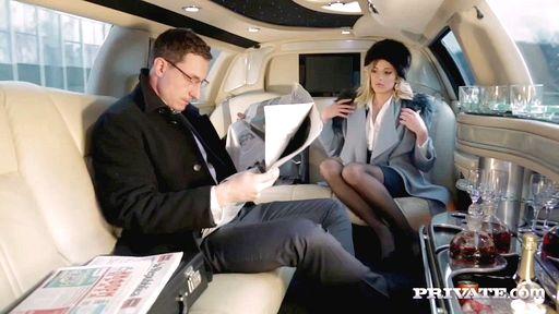 Превью фото Важный посол развел на секс секретаршу в лимузине