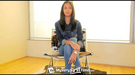 Превью фото Загнали член в две дырки порнозвезды с сексуальными ногами
