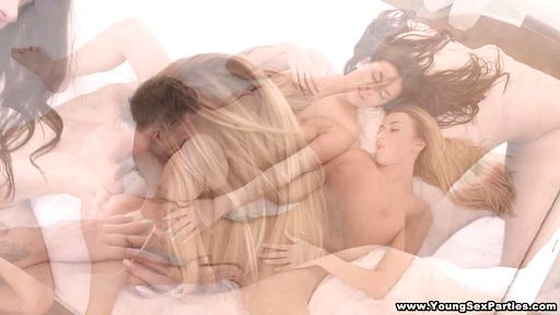 Превью фото Две секси подружки дают в жопу обеспеченному парню