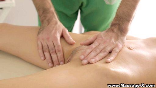 Превью фото Нетерпеливый парень присунул любительнице эро массажа